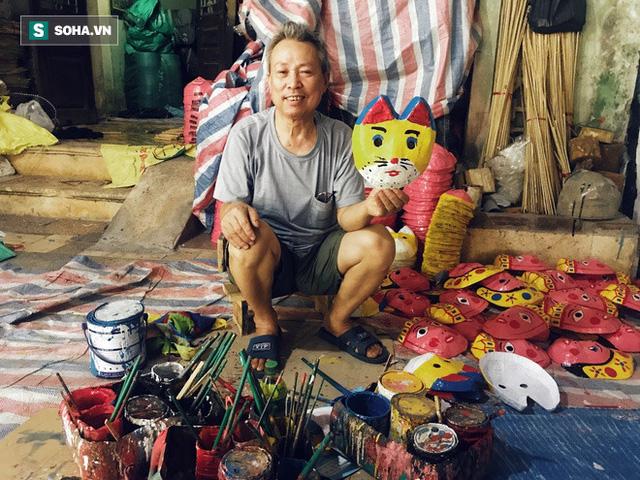 Đồ chơi truyền thống lên ngôi, làng nghề 40 năm tuổi làm xuyên đêm, lãi hơn 100 triệu đồng  - Ảnh 1.