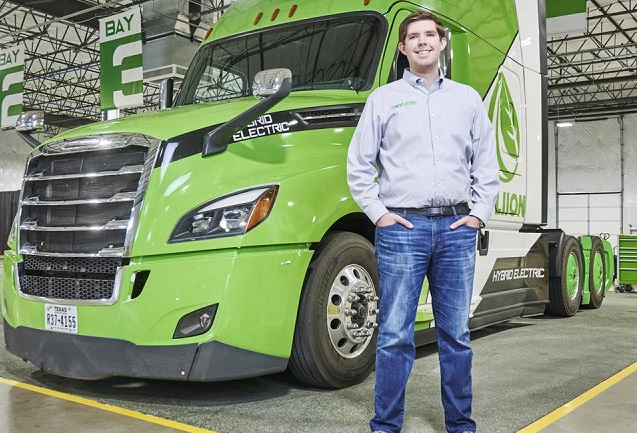 CEO 28 tuổi của hãng xe tải điện sắp trở thành tỷ phú tự thân trẻ nhất nước Mỹ - Ảnh 1.
