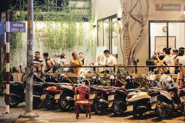 Nhiều quán cafe thâu đêm ở Sài Gòn chật kín khách: Sức chi tiêu của người Việt về đêm đâu kém du khách quốc tế! - Ảnh 4.