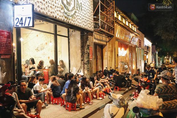 Nhiều quán cafe thâu đêm ở Sài Gòn chật kín khách: Sức chi tiêu của người Việt về đêm đâu kém du khách quốc tế! - Ảnh 5.