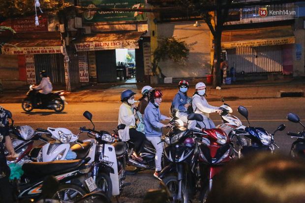 Nhiều quán cafe thâu đêm ở Sài Gòn chật kín khách: Sức chi tiêu của người Việt về đêm đâu kém du khách quốc tế! - Ảnh 10.
