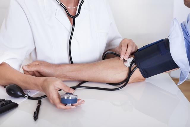 Cảm thấy choáng váng mỗi khi đứng lên? Có thể bạn đã mắc căn bệnh nguy hiểm dễ gây đột quỵ và đau tim: Người trung niên và bệnh nhân đái tháo đường cần đặc biệt chú ý  - Ảnh 2.