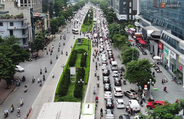 Ảnh: Hà Nội trở lại những ngày ùn tắc từ ngõ ra đường lớn sau khi học sinh sinh viên tựu trường, người dân mệt nhoài vào mỗi giờ cao điểm  - Ảnh 14.