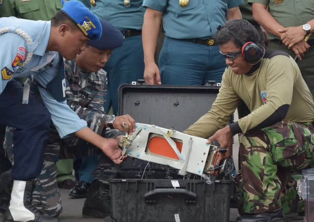 7 sự thật về hộp đen - Vật dụng tối quan trọng để biết chuyện gì đã xảy ra với chiếc máy bay Boeing 737 vừa rơi thảm khốc tại Indonesia - Ảnh 6.