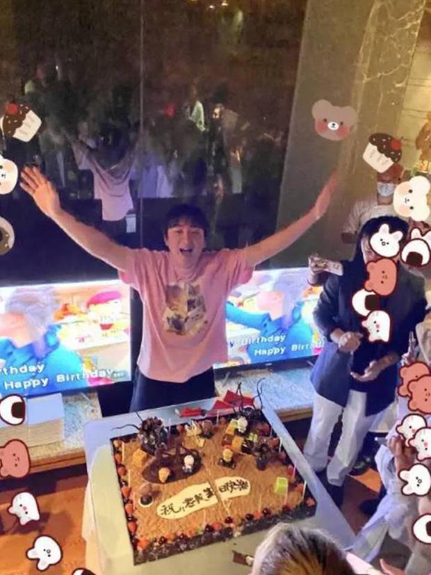 Đệ nhất thiếu gia Trung Quốc tổ chức sinh nhật đơn sơ hơn hẳn mọi năm: Chi sương sương 4 tỉ đồng thuê du thuyền với dàn khách mời đặc biệt - Ảnh 4.