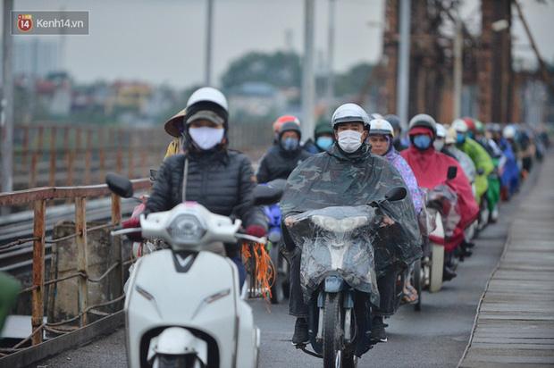 Từ đêm mai, không khí lạnh tiếp tục tràn về, Hà Nội trở rét và có mưa - Ảnh 1.