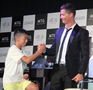 Từng bị đám đông cười nhạo, cậu bé Nhật Bản đổi đời sau lời nói chân thành của Ronaldo  - Ảnh 1.