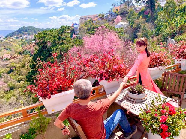 Rời Sài Gòn, cặp vợ chồng lên Đà Lạt xây ngôi nhà hướng mặt ra thung lũng, nhìn vườn hoa đào đẹp như cổ tích mà mê mệt - Ảnh 29.