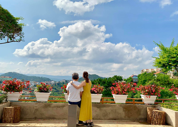 Rời Sài Gòn, cặp vợ chồng lên Đà Lạt xây ngôi nhà hướng mặt ra thung lũng, nhìn vườn hoa đào đẹp như cổ tích mà mê mệt - Ảnh 30.
