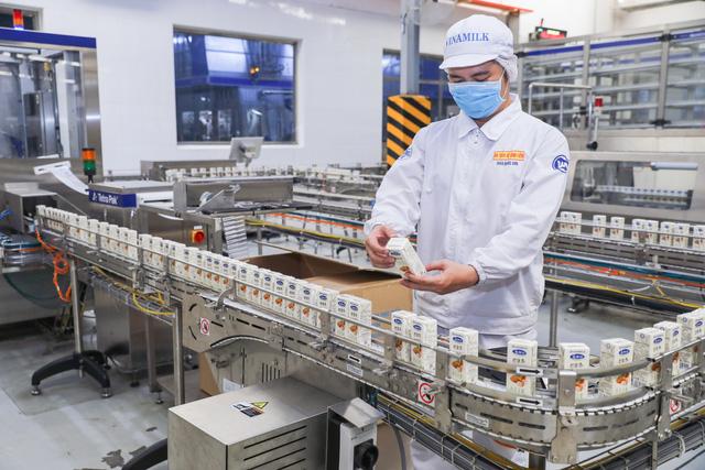 """Vinamilk """"xông đất"""" 2021 với lô hàng lớn gồm sữa hạt và sữa đặc xuất khẩu đi Trung Quốc  - Ảnh 3."""