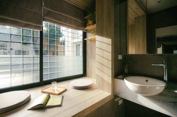 Chàng kiến trúc sư cải tạo căn hộ Pháp cổ, không gian tối giản nhưng sáng thoáng ngỡ ngàng - Ảnh 16.