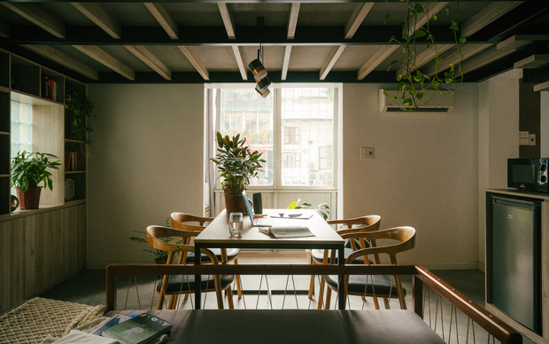 Chàng kiến trúc sư cải tạo căn hộ Pháp cổ, không gian tối giản nhưng sáng thoáng ngỡ ngàng - Ảnh 6.