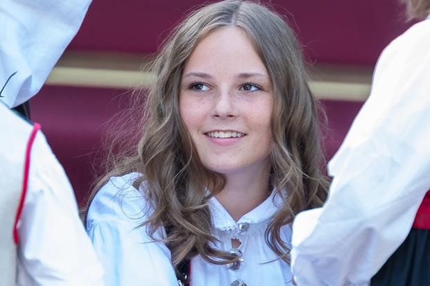 Công chúa kế vị của Na Uy vừa tròn 17 tuổi đã đốn tim với nhan sắc nổi bật, chia sẻ đến lúc lớn mới biết mình là Công chúa - Ảnh 3.