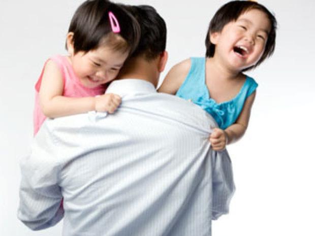 Gia đình sinh 2 con một bề sẽ được miễn/giảm học phí, hỗ trợ mua bảo hiểm y tế học sinh - Ảnh 1.