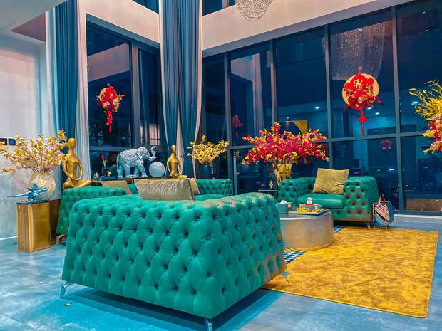 Penthouse ở Vinhomes trang trí Tết: Tổng hết 60 triệu, phòng khách xịn đến mức ngỡ sảnh khách sạn 5 sao  - Ảnh 1.