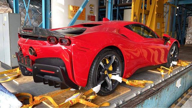 Bộ đôi siêu xe McLaren 765LT và Ferrari SF90 Stradale giá hàng chục tỷ VNĐ sắp về Việt Nam: Chủ nhân là một nữ đại gia 9X?  - Ảnh 5.