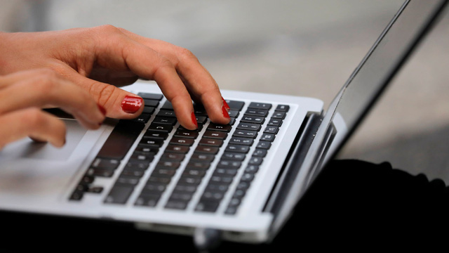 Nhu cầu máy tính cá nhân tăng mạnh tại Nhật Bản trong dịch mùa COVID-19 - Ảnh 1.