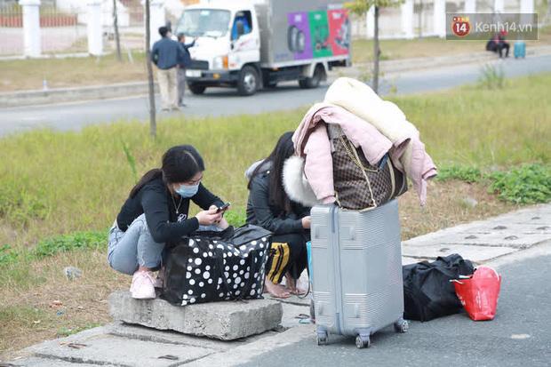 Ảnh: Người dân vạ vật trên cao tốc Hải Phòng - Quảng Ninh vì diễn biến bất ngờ của dịch COVID-19 - Ảnh 5.