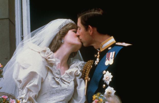 Sự thật về cuộc hôn nhân của Công nương Diana: Thực chất cũng từng vô cùng ngọt ngào lãng mạn khác hẳn suy nghĩ của nhiều người - Ảnh 4.