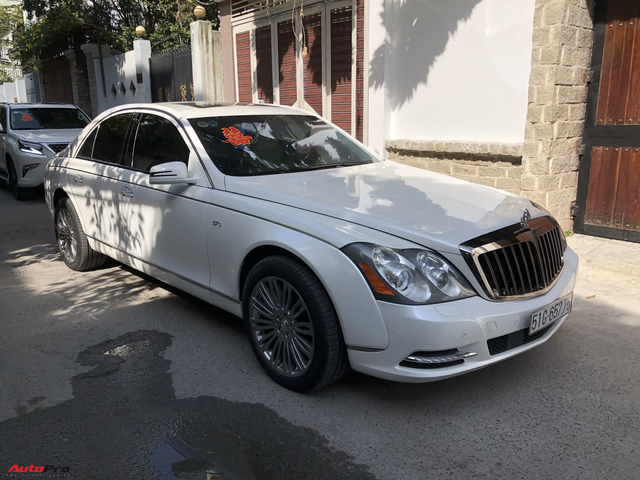 Dàn xe hơn 100 tỷ phục vụ đám cưới thiếu gia Phan Thành: Đủ loại Rolls-Royce, Maybach, Lexus đậu kín ngõ nhà cô dâu - Ảnh 6.