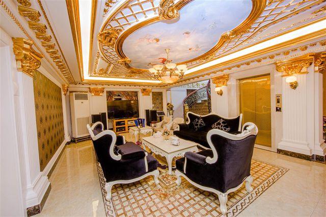 Doanh nhân Lý Nhã Kỳ: Thú tiêu khiển đếm hột xoàn, ở biệt thự dát vàng, đi du thuyền triệu đô, kinh doanh resort cao cấp đúng dịch Covid - Ảnh 8.