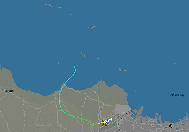 Máy bay Boeing 737-500 chở 62 hành khách của Indonesia mất liên lạc trên biển Java - Ảnh 1.