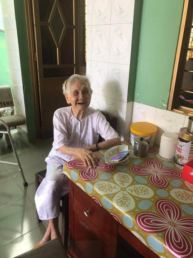 """Nghẹn ngào khoảnh khắc mẹ 105 tuổi bật khóc khi gặp con gái 84 tuổi sau 4 tháng giãn cách: """"Má nhớ con thiệt mà hổng biết con ở đâu"""" - Ảnh 2."""