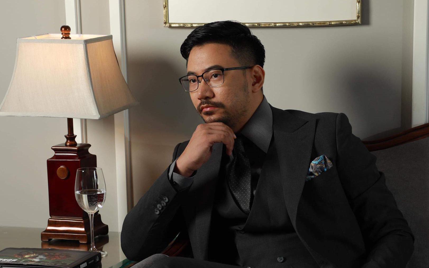 Từ bỏ công việc ngân hàng lương cao, chàng trai Đà Nẵng vay tiền khởi nghiệp và trở thành ông chủ chuỗi cửa hàng may đo cao cấp