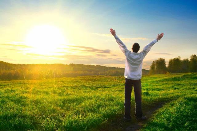 Mệt nhoài gần nửa đời người, tôi mới biết mình hiểu sai về cuộc sống: Chạy đến vạch đích mà không thấy hạnh phúc, có lẽ bạn đã bỏ lỡ nó trên đường rồi  - Ảnh 1.