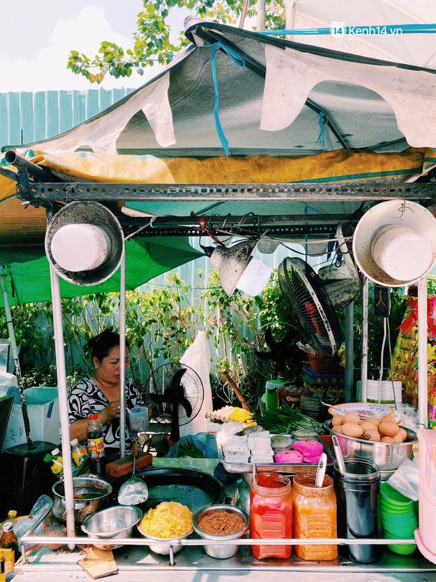 Sài Gòn 30 Tết mua sắm gì chỉ cần đi vội 2 ngôi chợ lâu đời này là đủ: Độc lạ nhất là bánh lựu cầu duyên, mua về hết ế luôn và ngay! - Ảnh 13.