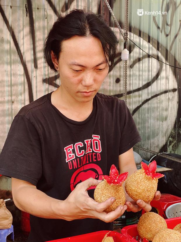 Sài Gòn 30 Tết mua sắm gì chỉ cần đi vội 2 ngôi chợ lâu đời này là đủ: Độc lạ nhất là bánh lựu cầu duyên, mua về hết ế luôn và ngay! - Ảnh 4.