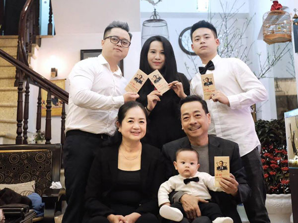Nhìn lại cuộc đời cố NSND Hoàng Dũng: Ông trùm trong làng điện ảnh Việt, nhưng khi ở nhà lại tất bật giúp đỡ vợ con - Ảnh 1.