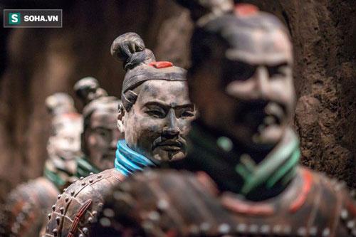 Lý do bất ngờ khiến tượng binh mã trong lăng mộ Tần Thủy Hoàng đều không đội mũ sắt - Ảnh 1.