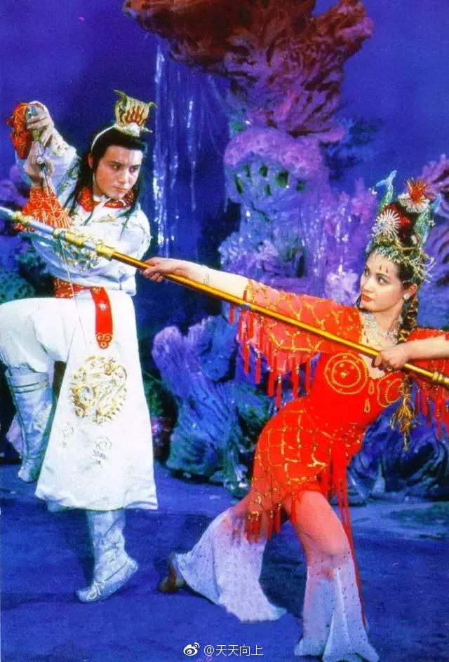Vạn Thánh công chúa Tây du ký 1986: Đẹp như Tây Thi, trùm truyền thông, cuộc sống xa hoa giàu có - Ảnh 2.