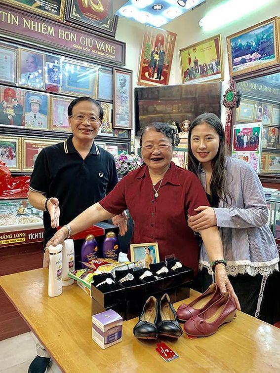 """Sự thật về hàng loạt tiệm vàng gắn mác """"Bảo Tín"""" ở Hà Nội: Tưởng """"hàng nhái"""" mà hoá anh em ruột, cả gia tộc kế nghiệp từ người mẹ bán ốc luộc - Ảnh 2."""