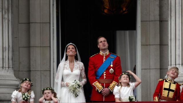 10 năm làm dâu Hoàng gia, Kate Middleton tiêu tốn 3 tỷ đồng cho BST áo choàng: Từ đồ tái chế đến có giá trên trời đều toát lên phong thái không chê được - Ảnh 6.