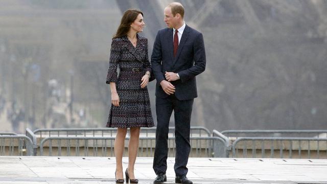 10 năm làm dâu Hoàng gia, Kate Middleton tiêu tốn 3 tỷ đồng cho BST áo choàng: Từ đồ tái chế đến có giá trên trời đều toát lên phong thái không chê được - Ảnh 7.