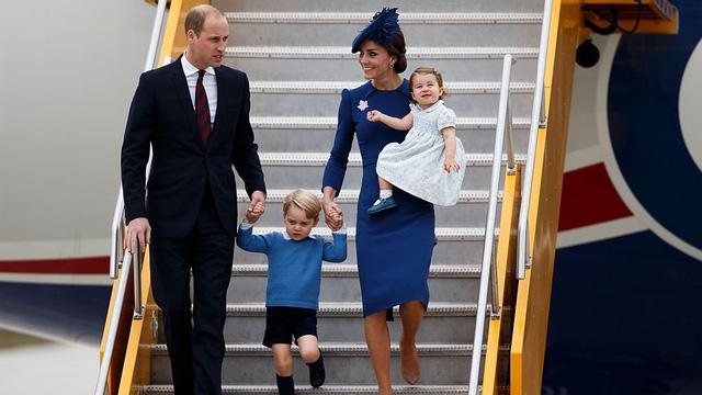 10 năm làm dâu Hoàng gia, Kate Middleton tiêu tốn 3 tỷ đồng cho BST áo choàng: Từ đồ tái chế đến có giá trên trời đều toát lên phong thái không chê được - Ảnh 9.