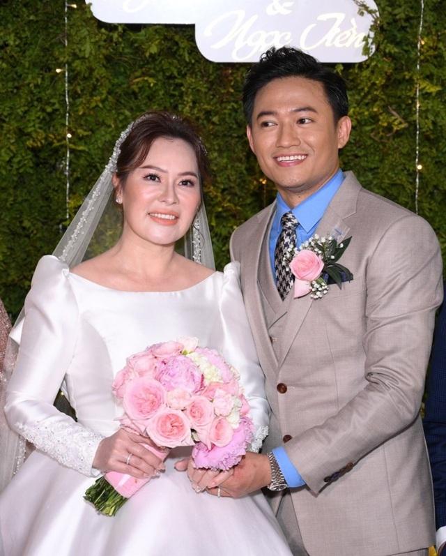 Vừa tài vừa đảm như vợ đại gia của Quý Bình: Là CEO công ty địa ốc hàng đầu Phú Quốc nhưng về nhà vẫn nhún nhường chồng - Ảnh 2.