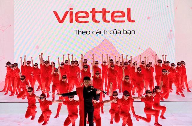 Vì sao Google chỉ thay đổi vài pixel mỗi lần trên logo, còn Viettel ngay lập tức lột xác từ xanh sang đỏ? - Ảnh 2.