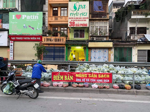 Hanoians teamed up with sunshine and rushed to rescue farmers in Hai Duong: 15 tons of vegetables were sold out within a few hours - Photo 1.
