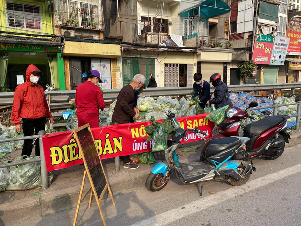 Hanoians teamed up with sunshine and rushed to rescue farmers in Hai Duong: 15 tons of vegetables were sold out within a few hours - Photo 2.