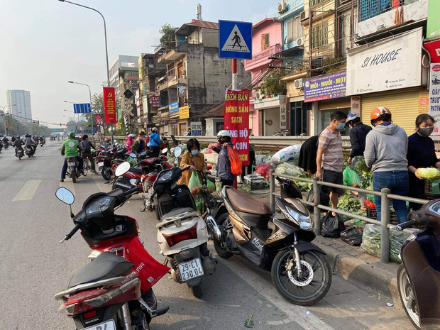 Hanoians teamed up with sunshine and rushed to rescue farmers in Hai Duong: 15 tons of vegetables were sold out within a few hours - Photo 4.