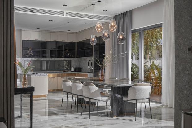 Vợ chồng trẻ có căn villa hai mặt tiền rộng 500m2 , phòng tắm chill như resort 5 sao - Ảnh 1.