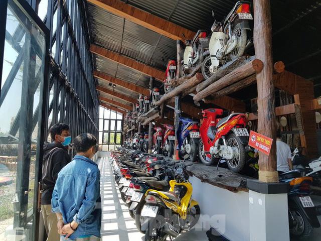 Mê mẩn bộ sưu tập 500 chiếc xe máy biển số khủng - Ảnh 1.