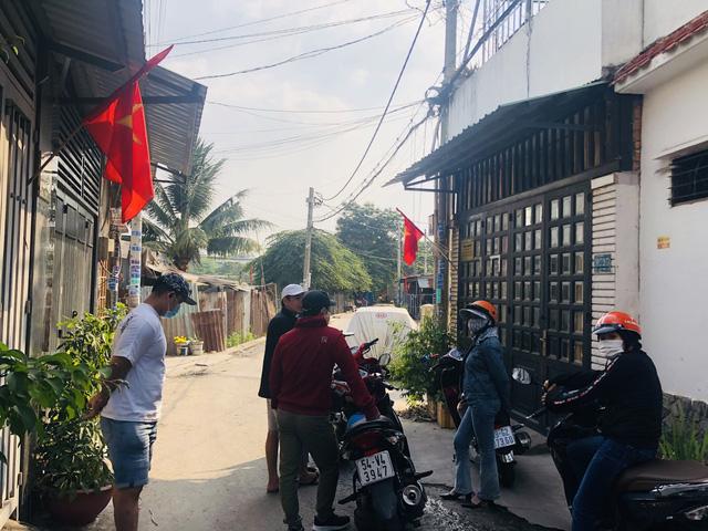 Giá đất tăng cao, đôi vợ chồng trẻ vật lộn tìm mua nhà vùng ven Sài Gòn dù có tiền tỷ trong tay - Ảnh 1.