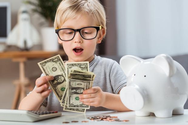 Phỏng vấn 1.200 triệu phú lập nghiệp từ tay trắng về cách dạy con kiếm tiền: Tương lai giàu có bắt đầu từ quan niệm đúng đắn về tiền bạc - Ảnh 1.