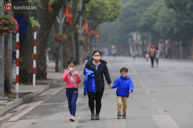 Hà Nội: Quận Hoàn Kiếm đề nghị mở lại phố đi bộ Hồ Gươm từ tuần sau - Ảnh 1.