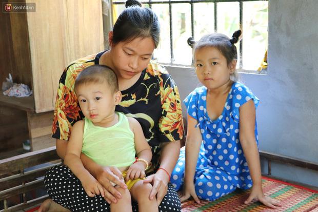 Chồng bỏ, người mẹ trẻ ôm 2 con khờ cầu cứu: Em chỉ ước con mình được chữa bệnh - Ảnh 13.