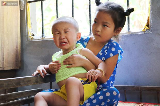 Chồng bỏ, người mẹ trẻ ôm 2 con khờ cầu cứu: Em chỉ ước con mình được chữa bệnh - Ảnh 17.